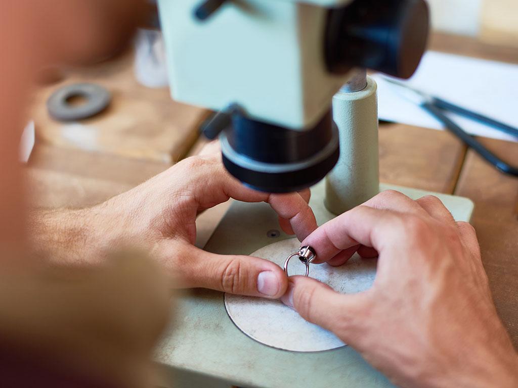 Come calcolare quanto valgono gli oggetti d'oro usato per venderli al Compro Oro di Milano che avete scelto?